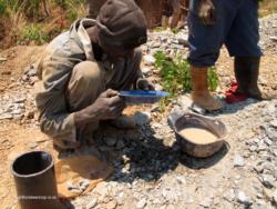 Zim - Lonely Park Mine Panning (2)