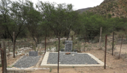 Baviaans kloof graves Grootboom family 33.34.22 S 24.7 (4)